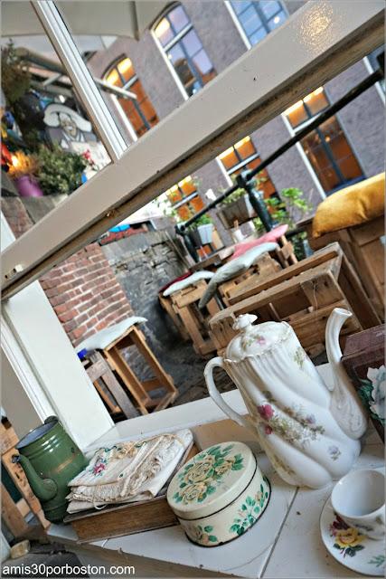 Decoración de la Cafetería De Laatste Kruimel en Amsterdam
