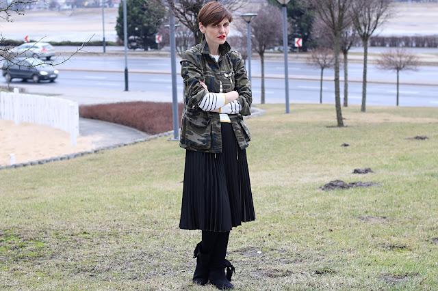 moro, plisy, stylizacja dnia, stylistka, personalshopper, stylistkapoznan, plisowana spódnica, na wiosnę, blog po 30 tce,