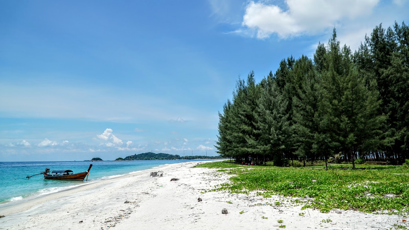 Beautiful stretch of beach in Koh Adang. From here, Koh Lipe can be seen in the far distance