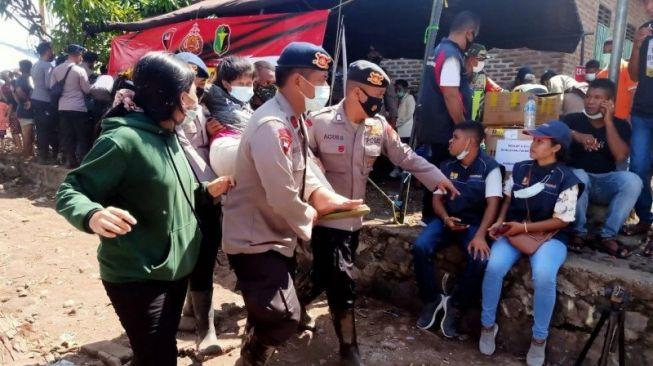 Ya Ampun! 156 Pengungsi Bencana NTT Jatuh Pingsan Gegara Kelelahan Tunggu Kedatangan Jokowi
