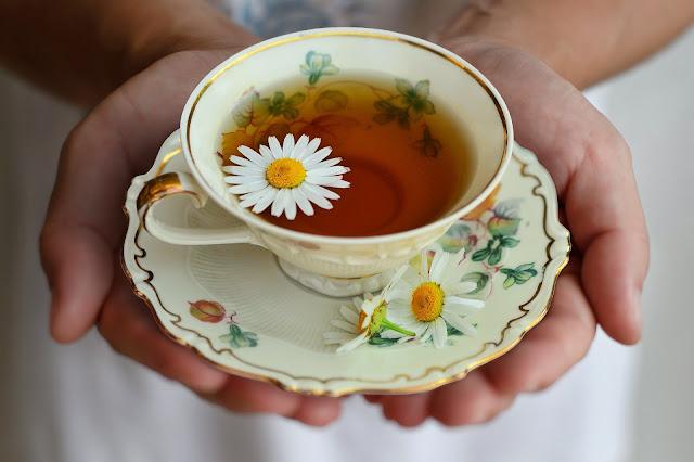 10 Incredible Chamomile Tea Benefits