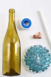 antorchas de citronela con botellas de vidrio recicladas