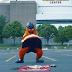 La mascotte des Flyers saccage le drapeau des Canadiens