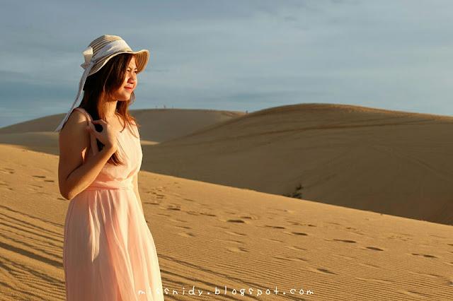 pakai dress di padang pasir mui ne