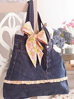 http://www.hogarutil.com/decoracion/manualidades/ropa-costura/201204/crear-bolso-vaquero-14926.html