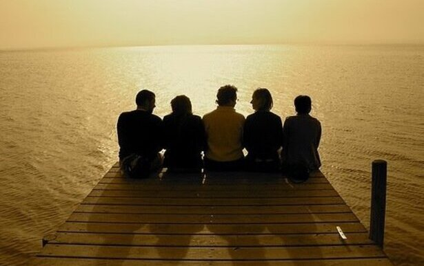 Buenos amigos frente al mar