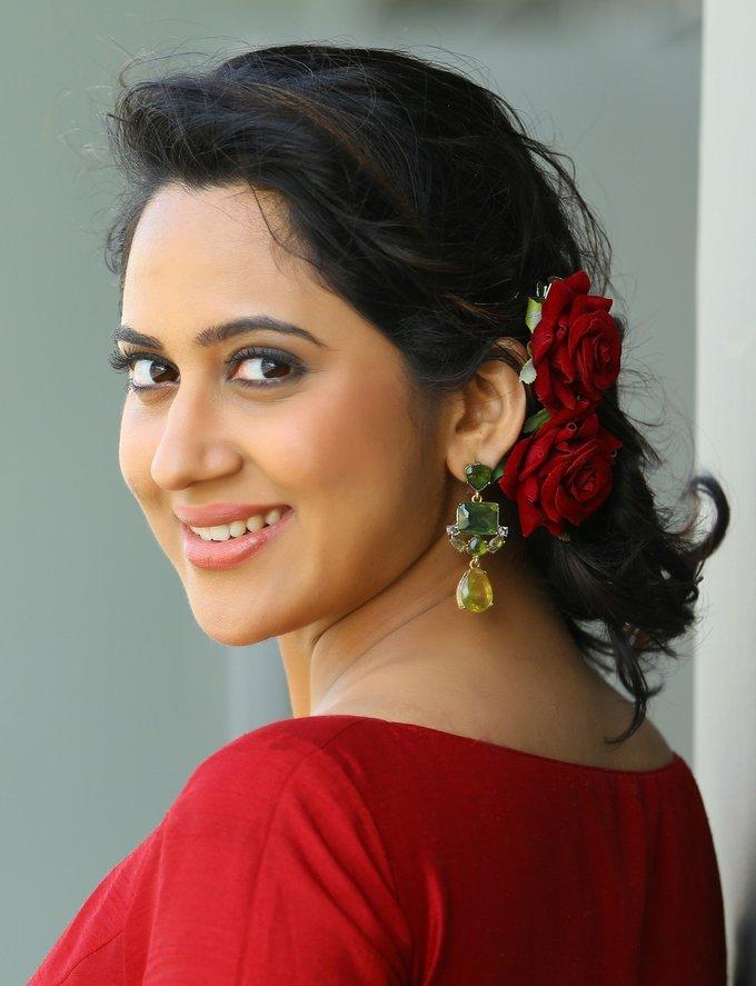 Miya George Cute Face Close Up Photos In Red Dress