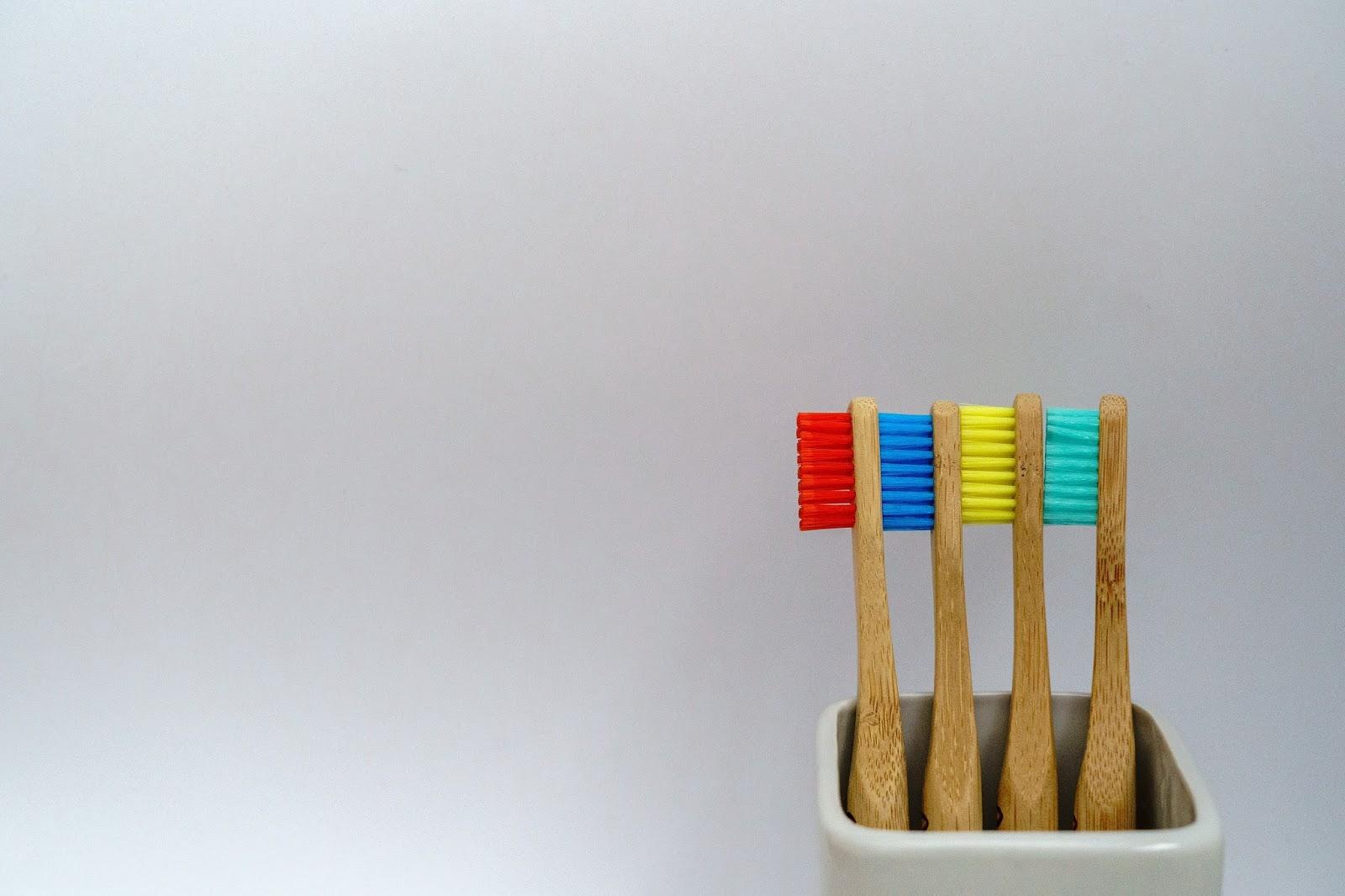 Ο δεκάλογος του καλοκαιριού για τα δόντια σας