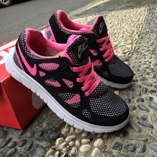 Sepatu Sport untuk Wanita