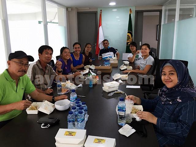 Jalin Kebersamaan, Ketum PP PELTI Rildo Ananda Anwar Kerap Makan Siang Bersama Atlet dan Pengurus