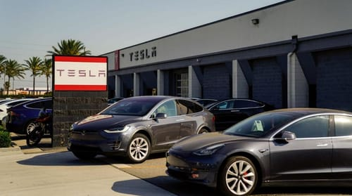 Tesla drops some drivers from independent driving tests