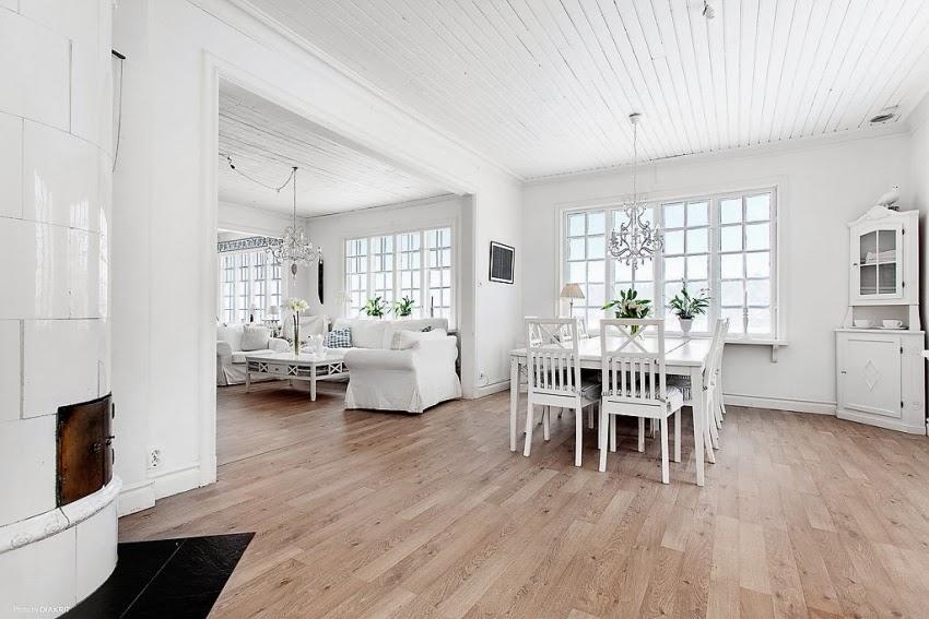 Fotele w niebieską kratę w skandynawskiej aranżacji, wystrój wnętrz, wnętrza, urządzanie domu, dekoracje wnętrz, aranżacja wnętrz, inspiracje wnętrz,interior design , dom i wnętrze, aranżacja mieszkania, modne wnętrza, styl skandynawski, białe wnętrze, shabby chic, jadalnia, salon