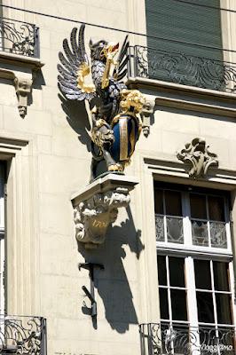 Una delle statue sulle facciate del centro di Berna