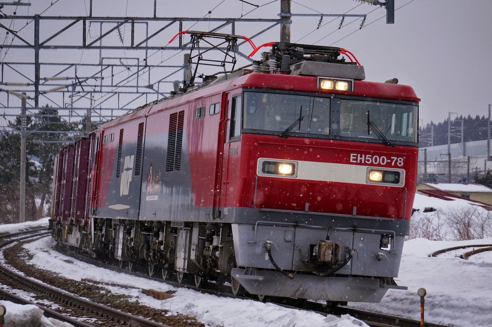 津軽海峡線を走るEH500牽引の貨物列車