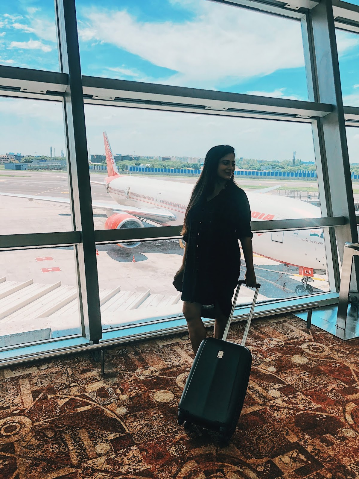 tips on travelling while pregnant, airport look, pregnant airport look, what to wear on long haul flight, wear when travelling while pregnant, british blog, london blog, indian blogger