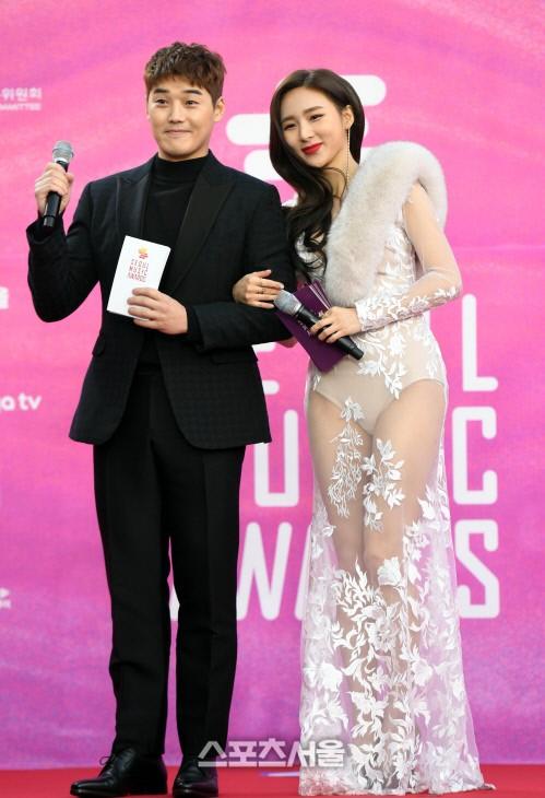 Han Cho Im elbisesiyle arama listelerinde 1 numara olduğu için mutlu