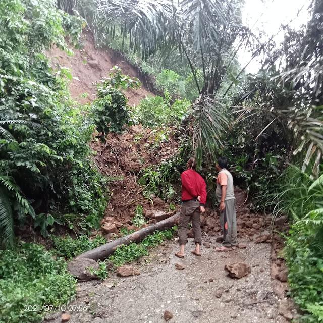 Desa Muara Pangi Terisolir Akibat Longsor