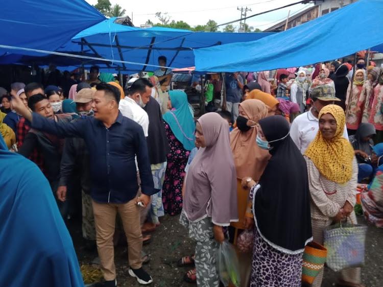 Dr Erick Muhammad Henrizal (Erick) Lakukan Manuver Blusukan ke Pasar dan Door To Door ke Rumah Warga, Jelang Pilbup Bungo, 9 Desember Mendatang.