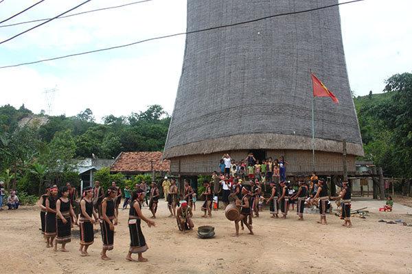 Lễ hội của người Ba Na làng Kon KTu, xã Đăk RơWa, TP Kon Tum