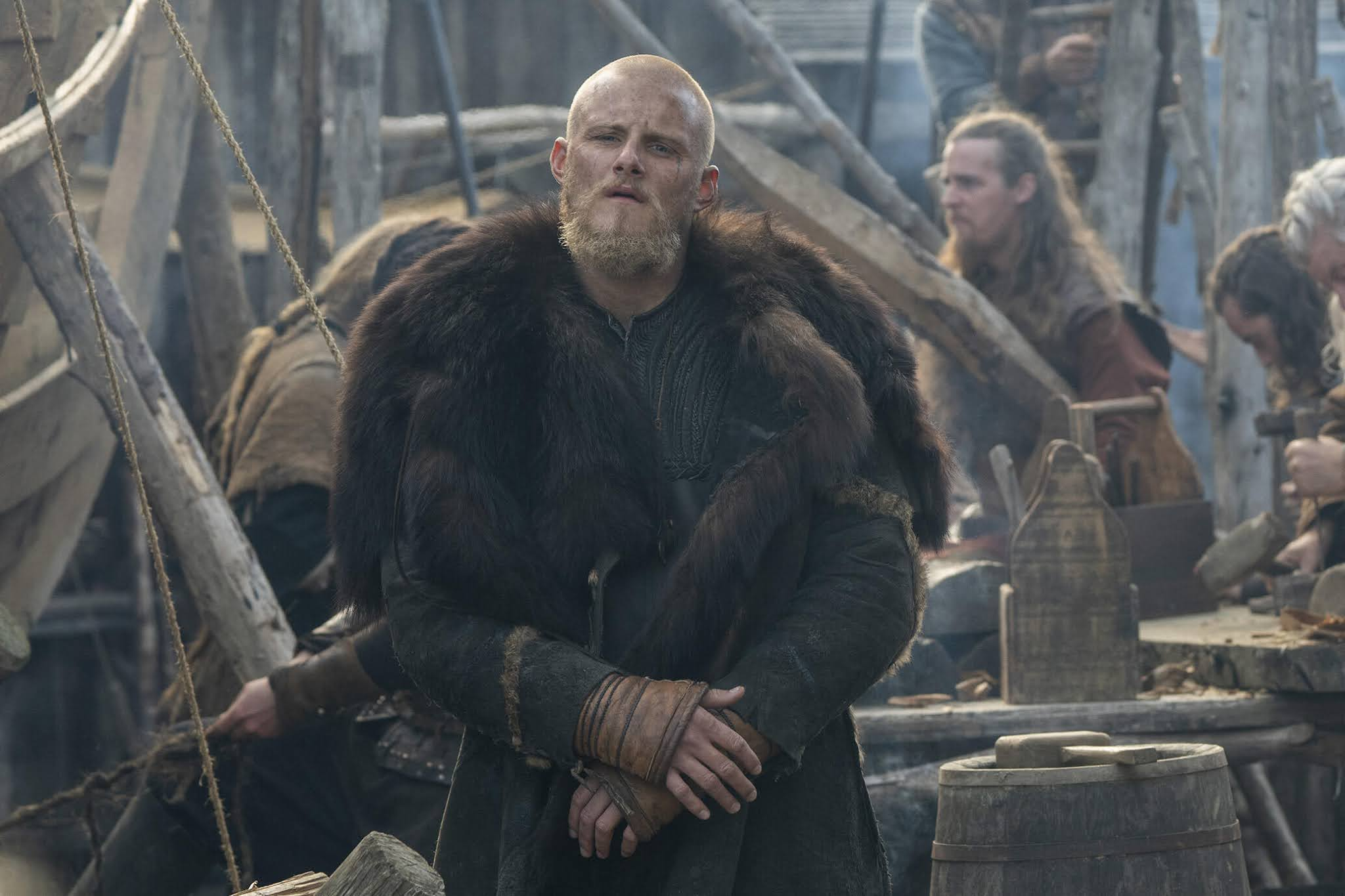 Alexander Ludwig en una escena de la sexta temporada de 'Vikings'