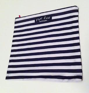 siyah beyaz çizgili makyaj çantası