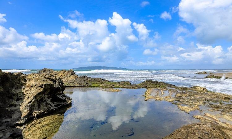 Pesona Keindahan Alam Pantai Karang Nini di Pangandaran