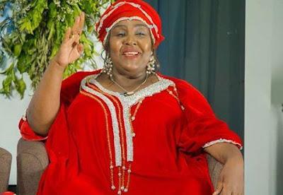 Khadija Kopa Awavaa Wadada wa Mitandaoni