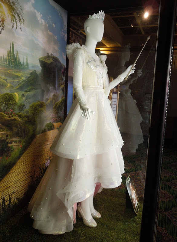 Michelle Williams Glinda dress Oz Great Powerful