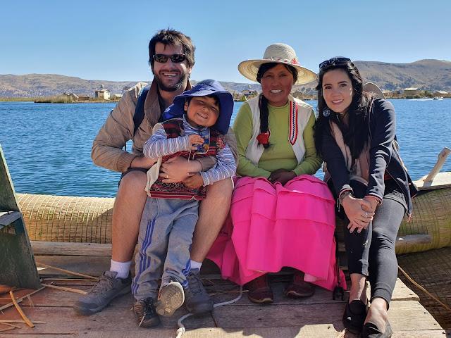 Na visita às Ilhas de Uros, tivemos contato com famílias de nativos - Ilhas Uros, Puno - Peru - Lago Titicaca