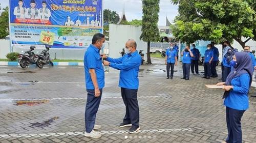 Purna Bhakti Pegawai Perumda Air Minum Kota Padang, Dirut Serahkan Piagam dan Cinderamata