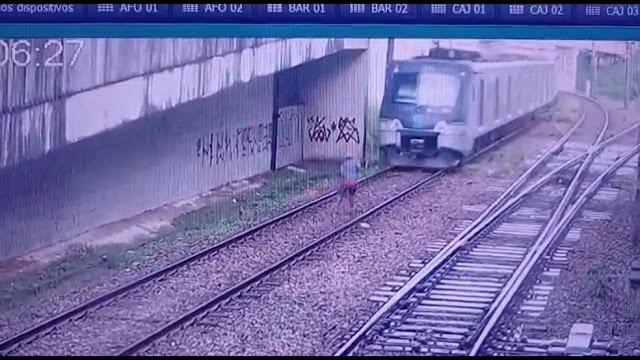 VÍDEO: Homem quase é atropelado por trem do Metrô do Recife ao caminhar por trilhos