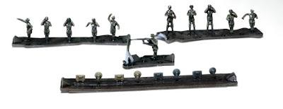 German Self-Propelled Gun Crew & Seated Passengers picture 1