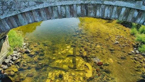 Le vieux pont d'Ancrum redécouvert sous la rivière Teviot en Ecosse