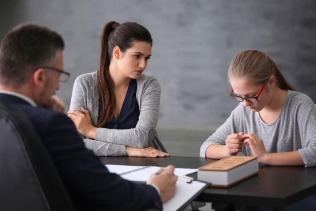 Βαθμοί στο σχολείο και άγχος των γονιών: Τι πρέπει να κάνουν;