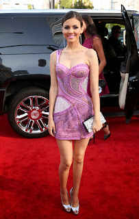 Victoria Justice – In Her Pink Dress in  MTV Movie Awards 2014 [7 pics]