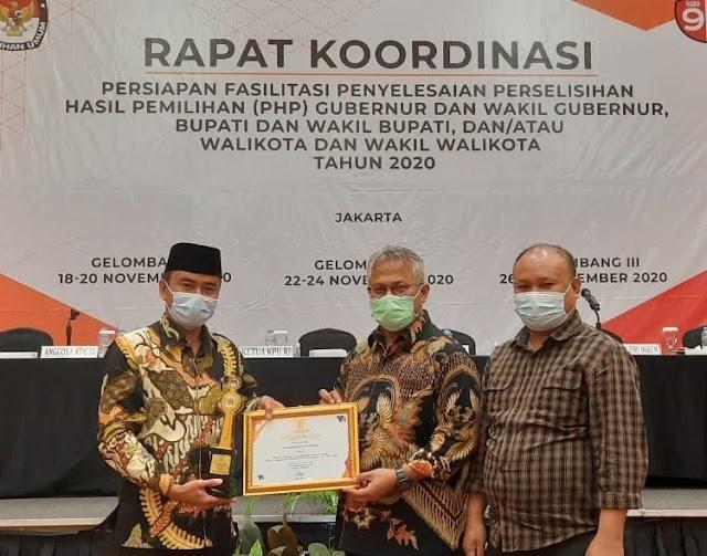 KPU Pangandaran Menerima Penghargaan Juara Terbaik 1 JDIH KPU 2020