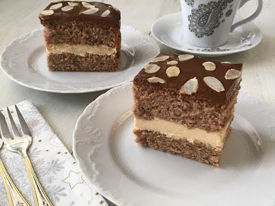Ciasto przełożone kremem z mascarpone