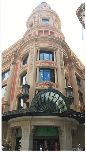 Barcelona; Conhecendo a Europa; sem guia; turismo na espanha; Passeig de Gràcia; Comércio exclusivo; El Corte Inglés;