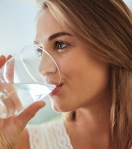 Cara Minum Air Putih yang Benar untuk Kesehatan