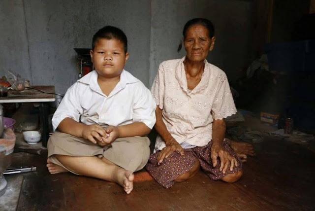 Di Sekolah Dibully Karena Tak Punya Ibu, di Rumah Ia Jadi Pahlawan untuk Sang Nenek, Bagaimana Berita Selengkapnya ?