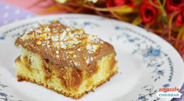 bolo furadinho com doce de leite e chocolate