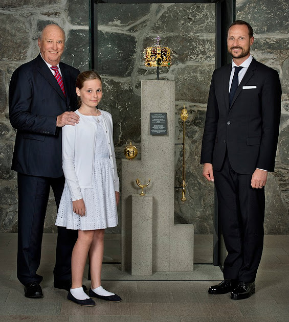 New Portrait of King Harald, Crown Prince Haakon and Princess Ingrid Alexandra