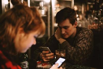 Ini 6 Kekurangan PDKT Lewat Chat Yang Nggak Kamu Sadari