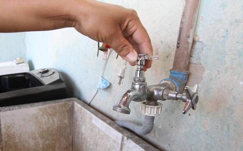 Moradores reclamam de falta de água na comunidade Altaneira, em Carnaíba do Sertão, zona rural de Juazeiro (BA)