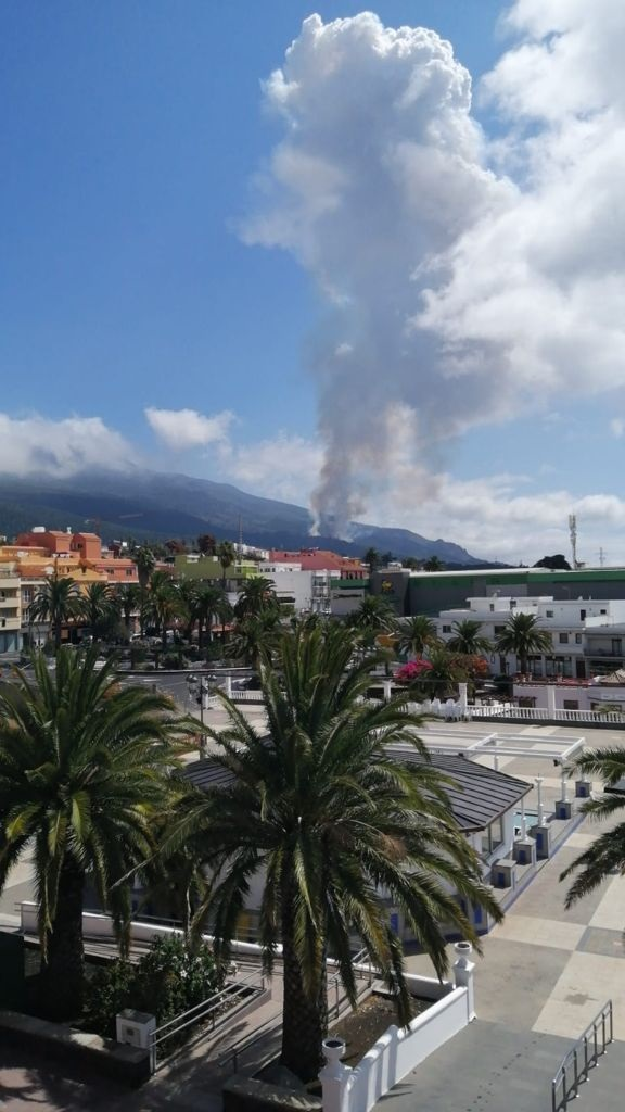 Vulcão que poderia gerar tsunami no Nordeste entra em erupção