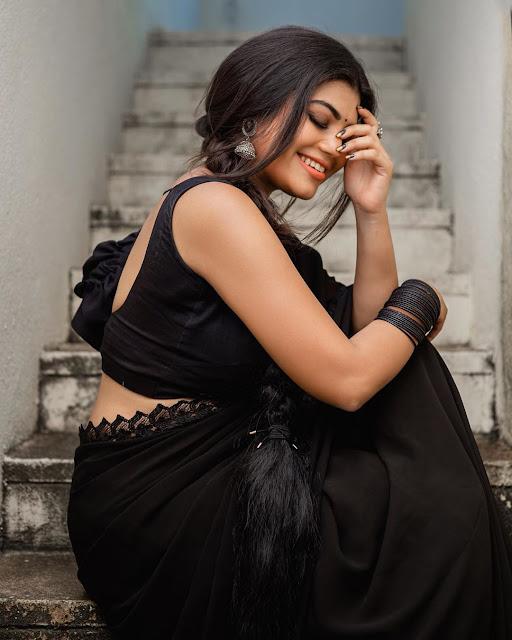 Suju Vasan Black Saree Photoshoot Stills Navel Queens