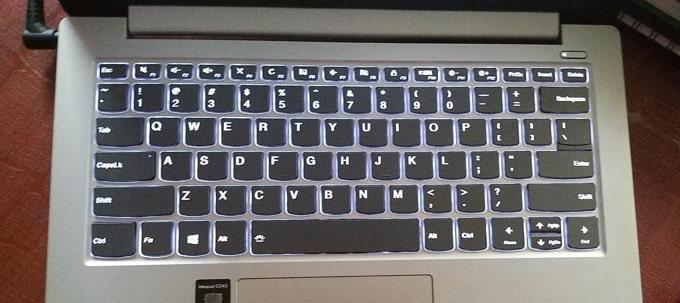 Keyboard backlit of Lenovo IdeaPad S340 81VV008TIN laptop.