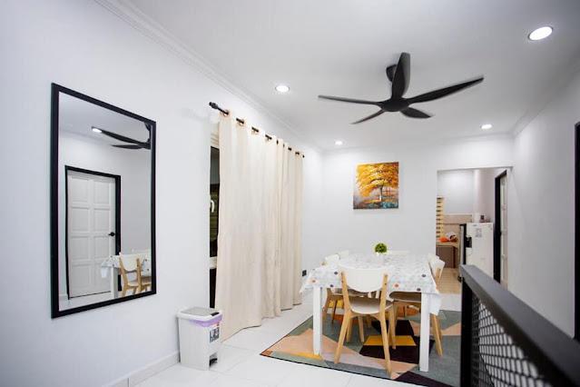Ruang makan Guest House/Homestay 7 Bintang