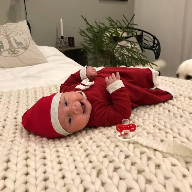 tyttö vauva tonttumekko