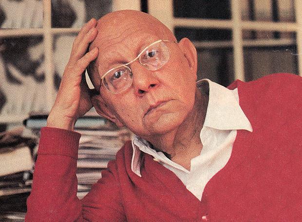 Ο Κορνήλιος Καστοριάδης ήταν Έλληνας φιλόσοφος. Από το 1945 ζούσε στο Παρίσι, όπου εργάστηκε ως οικονομολόγος και στέλεχος στον ΟΟΣΑ